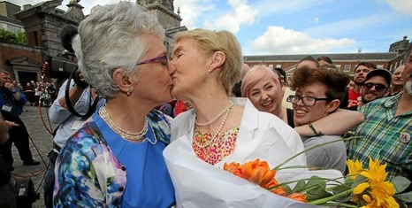 Irish Senator Katherine Zappone (L) kisses her partner Ann Louise Gilligan as supporters for same-sex marriage wait for the result of the referendum at Dublin Castle on May 23, 2015 in Dublin. Yes voters were basking in the sunshine today as they gathered to celebrate an expected victory in Ireland's referendum on whether to approve same-sex marriage. AFP PHOTO / Paul Faith